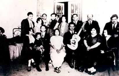 mein Grossvater Narciso (mit der Guitarre) und meine Grossmutter Mercedes Cossío (zweite von rechts)